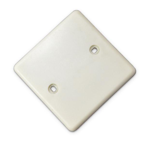 PLAQUETA Plastica Cuadrada 7cmx7cm  ( 4.5cm entre orificios )